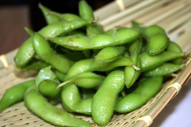 Boiled green soybean pods